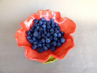 Poppy Colander and plate (berries not included)